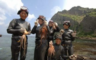 reseña la isla de las mujeres del mar